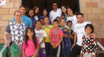 Kolonbiako  Medellinen  boluntario  udan